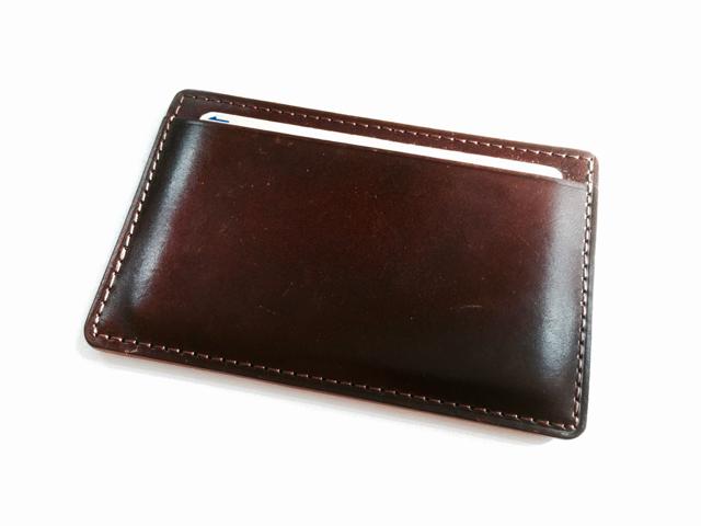 両面で別のカードに対応出来る土屋鞄のパスケース