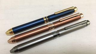 極細文字の油性インクリフィルが選べる高級多機能ペン【ゼブラシャーボX】